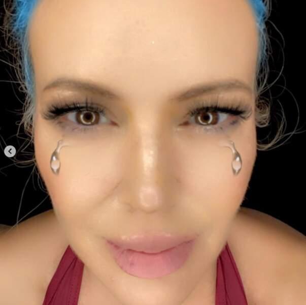 Alyssa Milano a fait mumuse avec des filtres qui lui ont rendu les cheveux bleus.