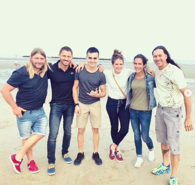Jolies retrouvailles à la plage pour une partie du casting de Koh-Lanta.
