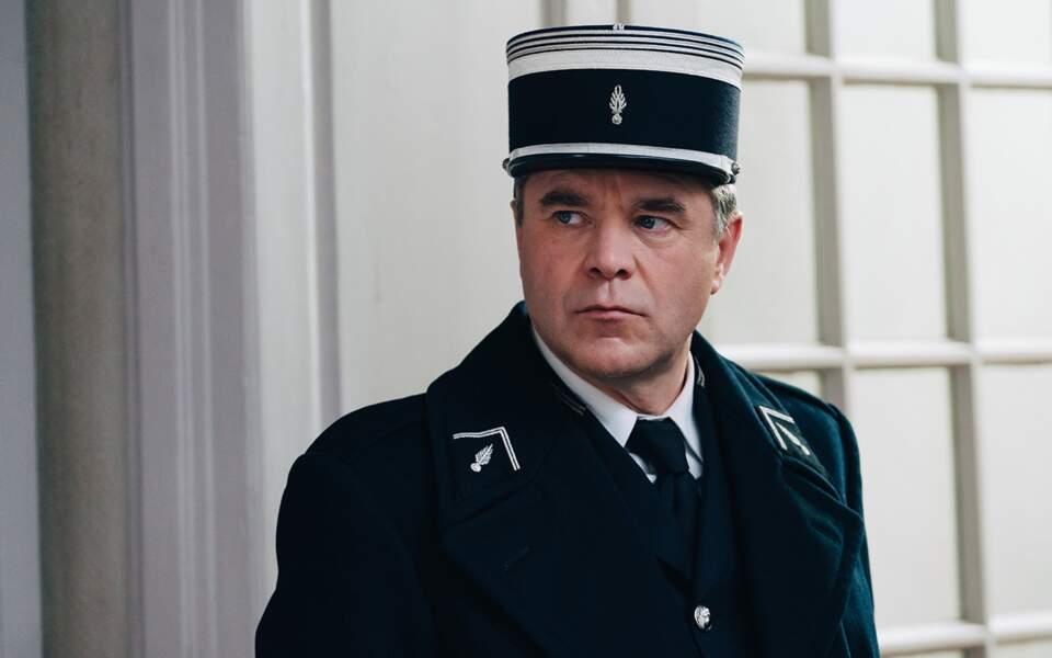 Guillaume de Tonquédec interprète le capitaine de gendarmerie Étienne Sesmat.