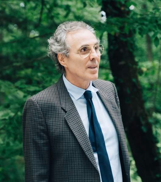 Gilbert Melki joue le rôle de l'avocat des Laroche, Maître Weltzer.