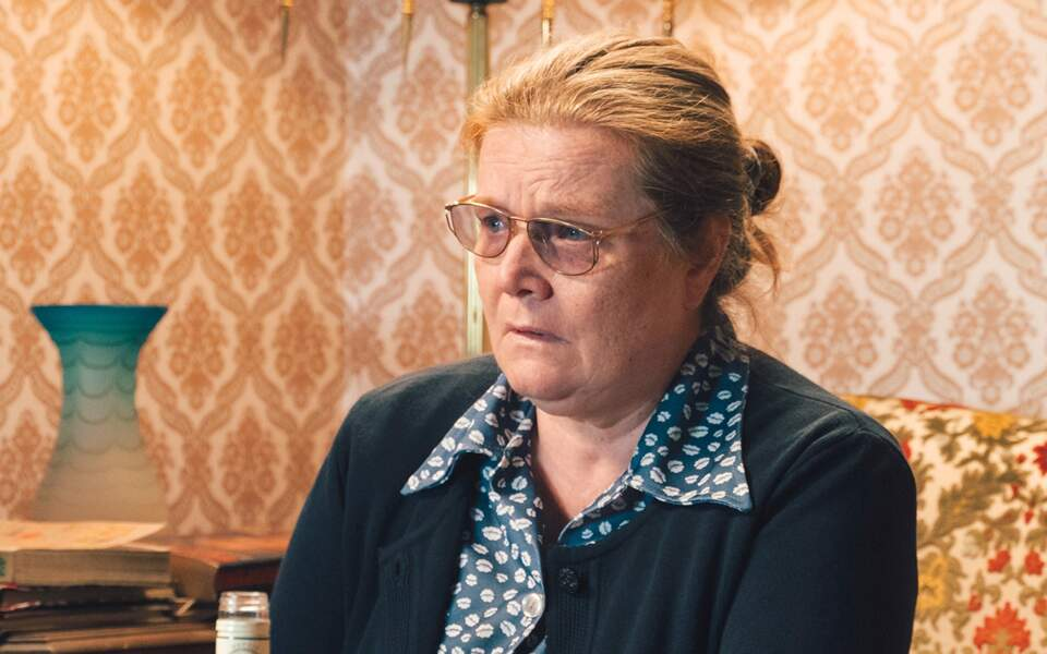 Dans la série, Anne Benoît prête ses traits à Monique Villemin.