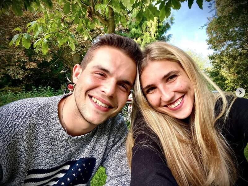 Selfie en amoureux pour Julien Castaldi et sa chérie Kiara.