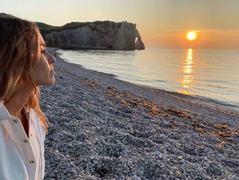 Allez, c'est pas tout ça mais on doit aller admirer le soleil couchant avec Elodie Fontan.
