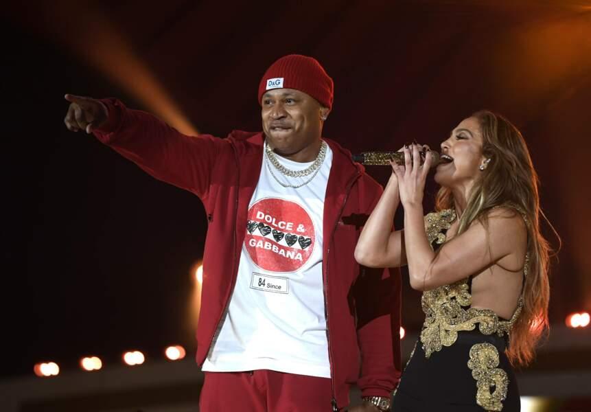 Jennifer Lopez aux côtés du rappeur LL Cool J.