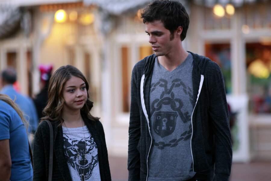 Reid Ewing incarne Dylan, le petit ami d'Haley, dès le pilote de la série