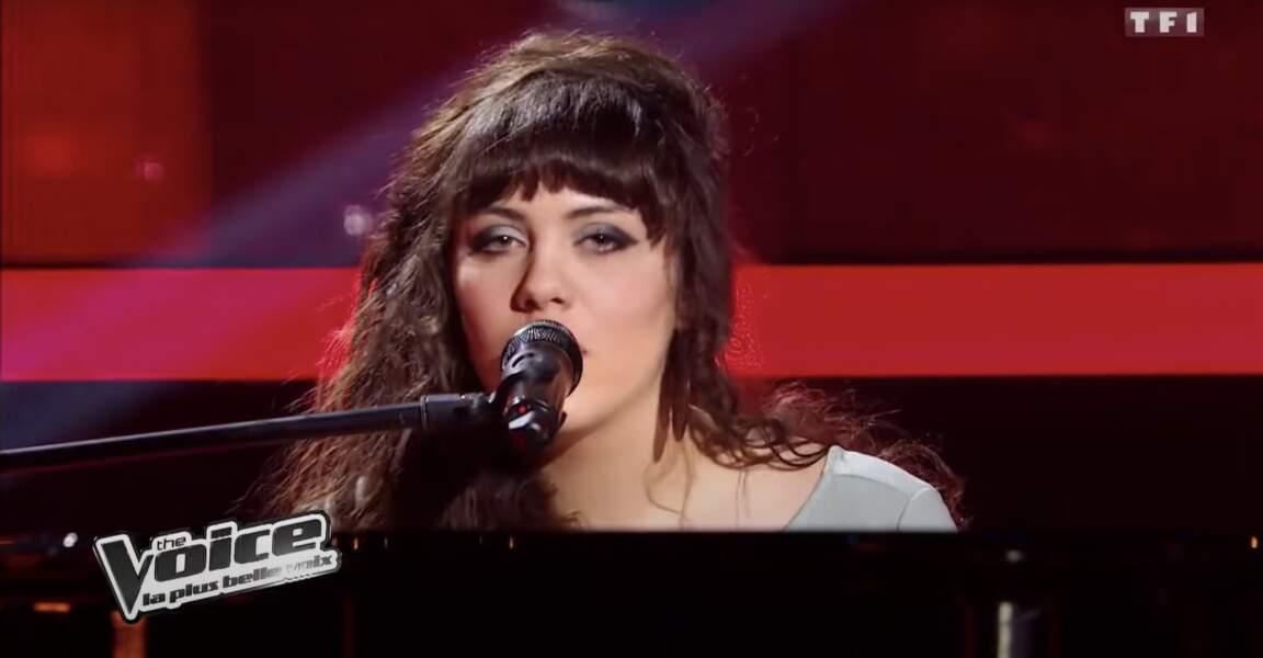 Al.Hy au piano lors de la saison 1 de The Voice