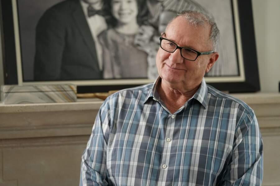 Ed O'Neill conserve son rôle jusqu'au dernier épisode de la série, 11 ans plus tard.