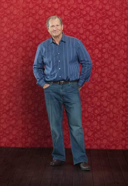 Ed O'Neill incarne Jay Pritchett, aux côté de Sofia Vergara dès le début de Modern Family