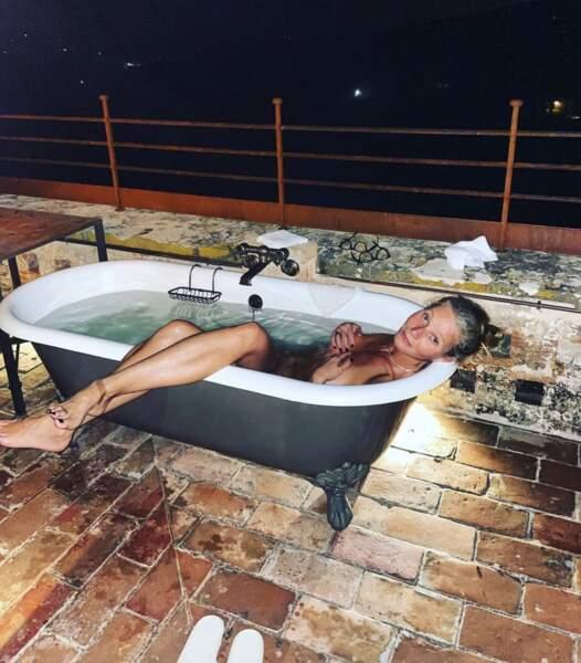 Gwyneth Paltrow a posé dans son bain.