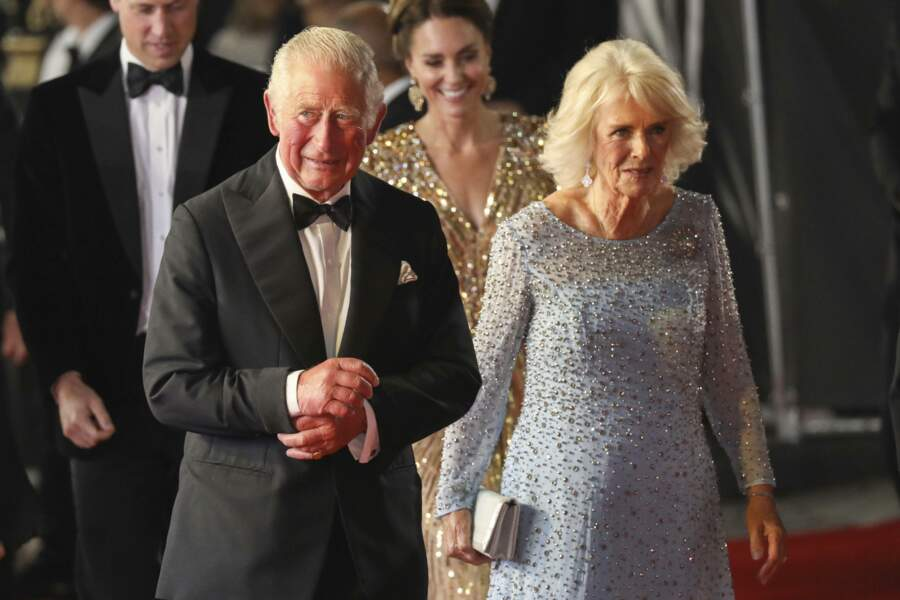 Le prince Charles et son épouse Camilla Parker Bowles sont aussi venus découvrir le nouveau 007