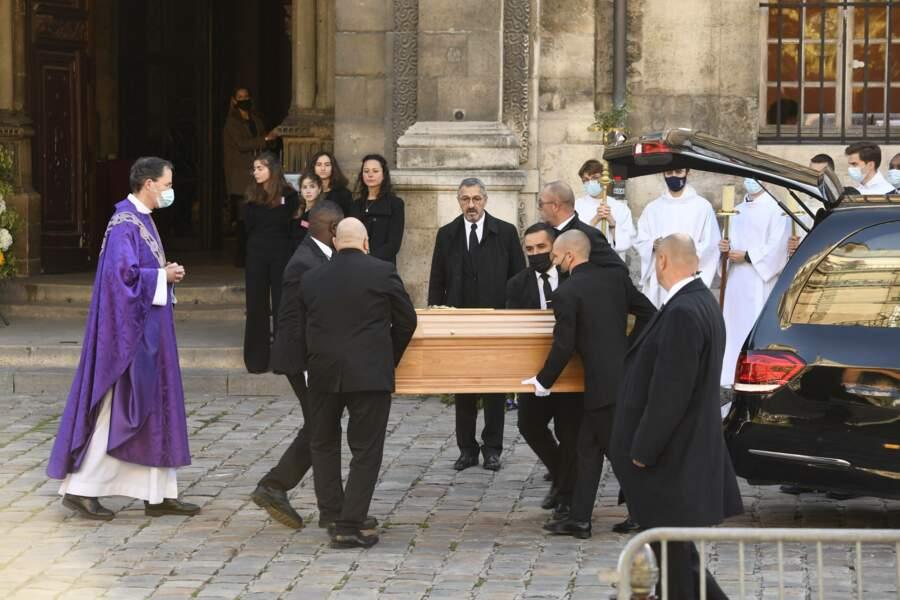 La messe en hommage à Bernard Tapie se déroule en l'église Saint-Germain-des-prés à Paris