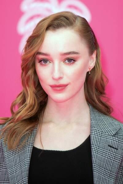 C'est le rôle de Daphne Bridgerton dans la série La Chronique de Bridgerton qui vaudra à Phoebe Dynevor cette consécration.