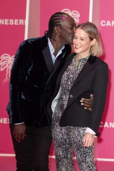 L'auteur-compositeur et interprète franco-togolais Marco Prince s'est lui aussi démarqué sur le Pink Carpet. Le juré du festival était également au côté de sa femme.