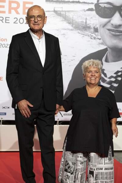 Mimie Mathy a foulé le tapis rouge avec son mari Benoist Gérard. Durant le festival, la comédienne présentera Portrait de femme de Jane Campion, lauréate du Prix Lumière 2021.