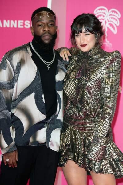 De son côté, l'artiste Tayc a foulé le tapis rose au bras de Shirine Boutella, elle-même présente dans la deuxième saison de Validé.