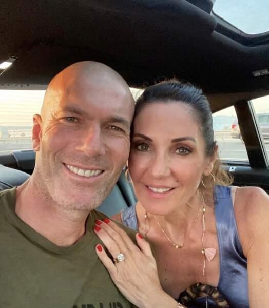Selfie en amoureux pour Zinédine Zidane et sa femme Véronique.