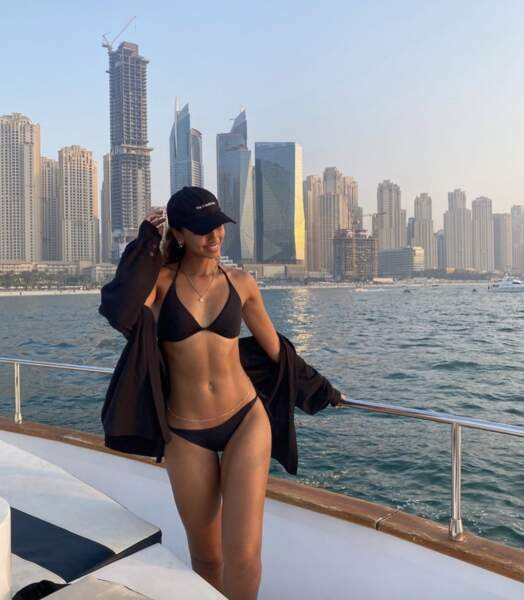 Flora Coquerel en maillot de bain à Dubaï...