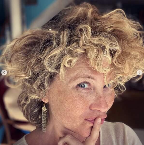 Les cheveux de Cécile Bois vivent leur propre vie.
