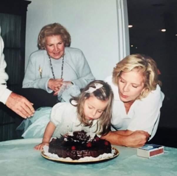 Un peu de retour dans le passé : Darina Scotti aux côtés de sa mère adoptive Sylvie Vartan.